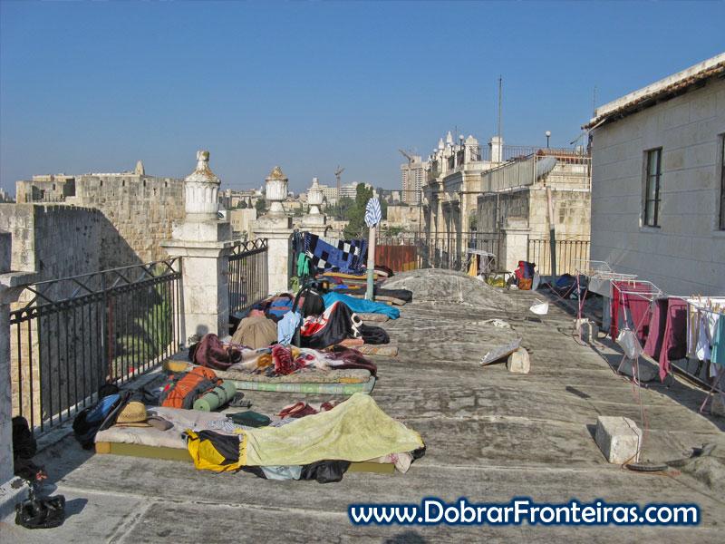 Dormir no terraço do Petra Hostel em Jerusalém