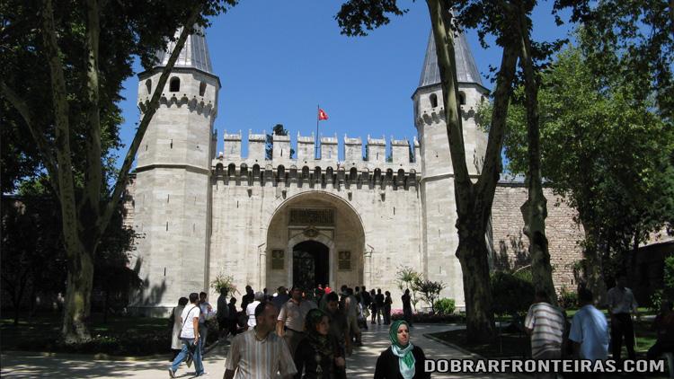 Entrada principal do palácio de Topkapi, Istambul, Turquia