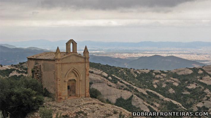 Ermida no topo de Monstserrat, Catalunha