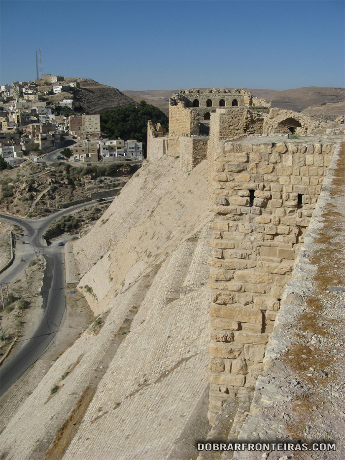 Impressionantes as muralhas deste castelo na Jordânia, Kerak