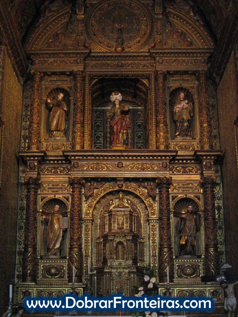 Altar em talha dourada na igreja dos Jesuítas do Funchal