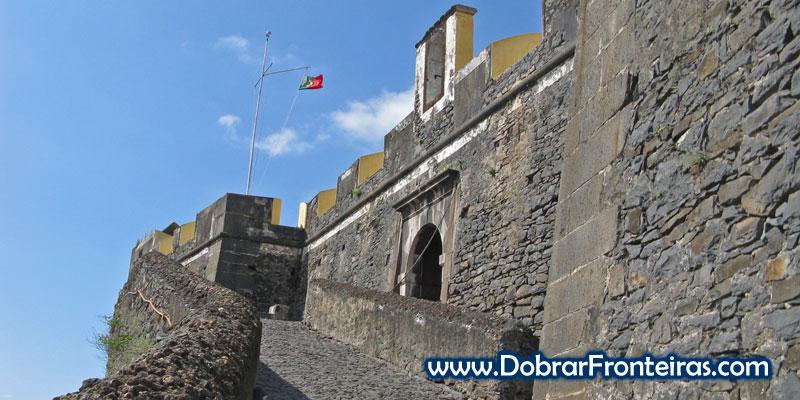 Entrada para o forte de São João do Pico