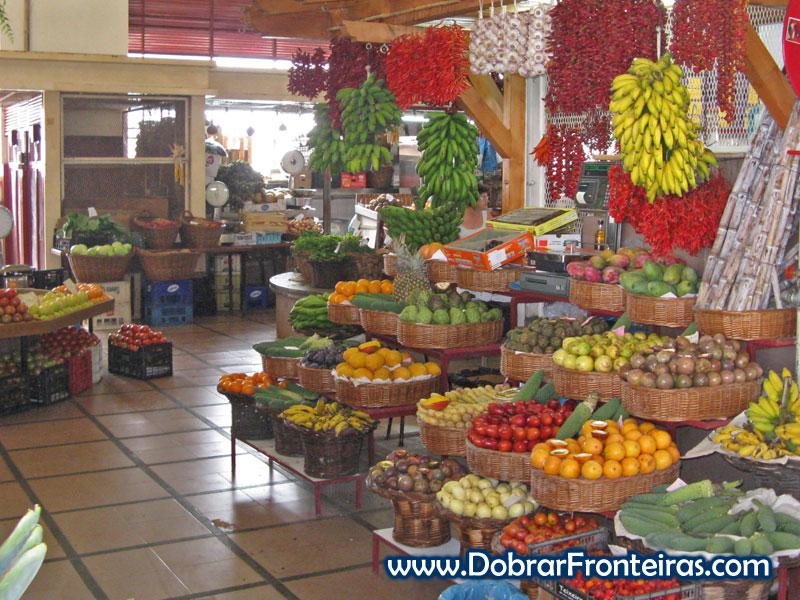 Frutas da ilha da Madeira no mercado dos lavradores