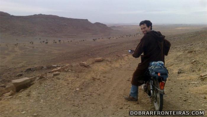 Aventura de mobilete pelo deserto de Erg Chebbi em Marrocos