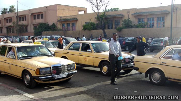 Grand Taxi nas ruas de Marraquexe