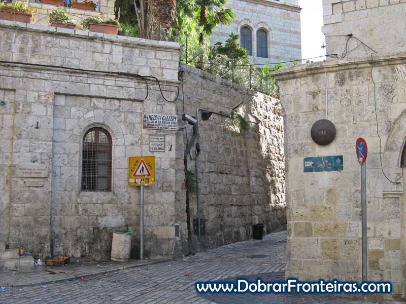Terceira estação da Via Dolorosa em Jersalém