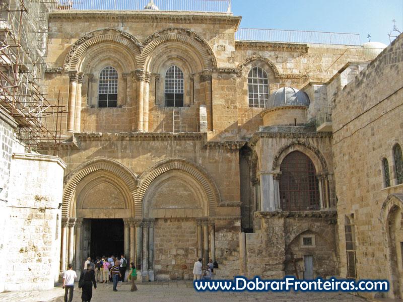 Os primeiros peregrinos começam a chegar à basílica do Santo Sepulcro