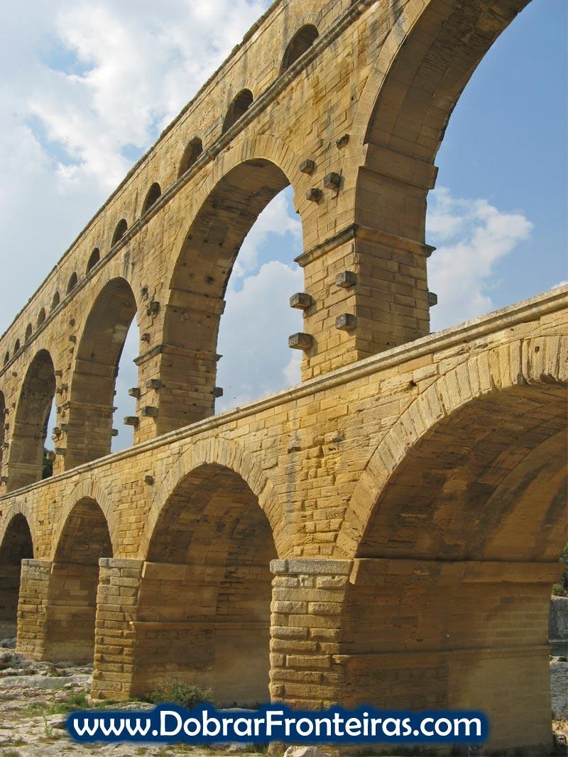 Arcos do aqueduto romano da Pont du Gard