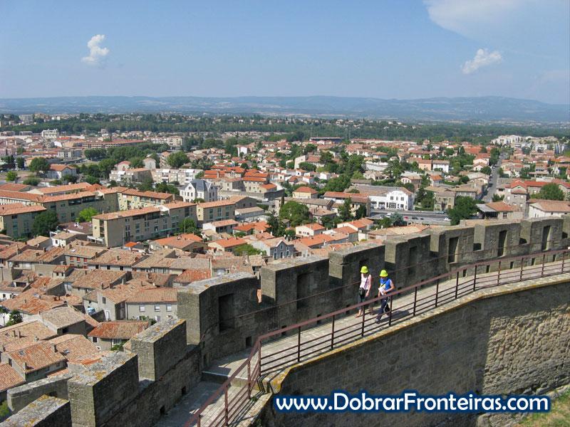 A cidade nova de Carcassone vista do interior do castelo