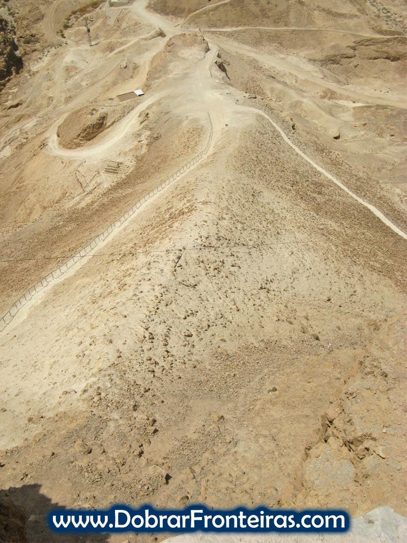Rampa construída pelos romanos para a conquista de Massada