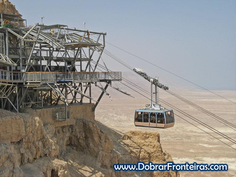 Teleférico para subir às ruínas de Massada em Israel