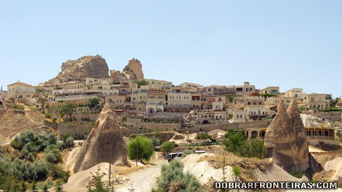Vila de Ushiçar com o seu castelo no topo