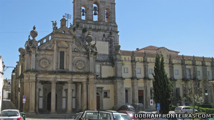 Fachada da igreja da Graça em Évora