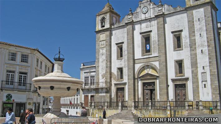 Praça do Giraldo no centro da cidade de Évora