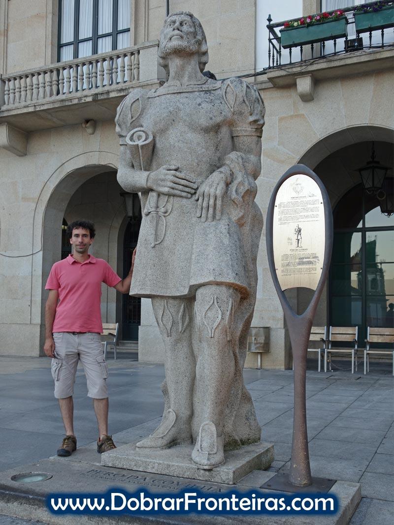 Estátua de Pêro na sua terra natal: a Covilhã
