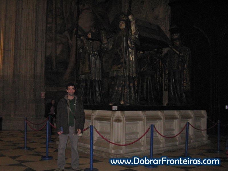 Túmulo de Cristóvão Colombo na catedral de Sevilha, Espanha