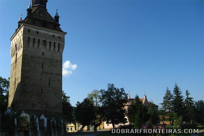Torre da igreja fortificada de Saschiz, Transilvânia, Roménia