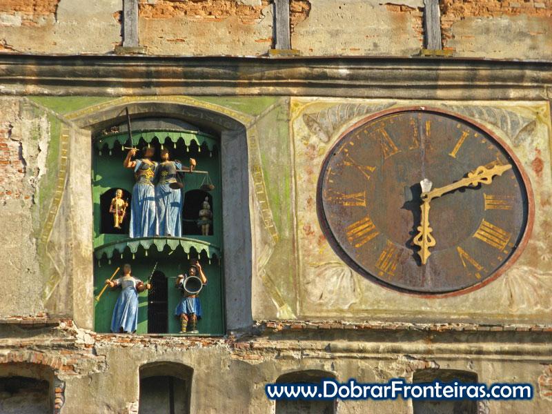 Relógio em Sighisoara, Transilvânia, Roménia