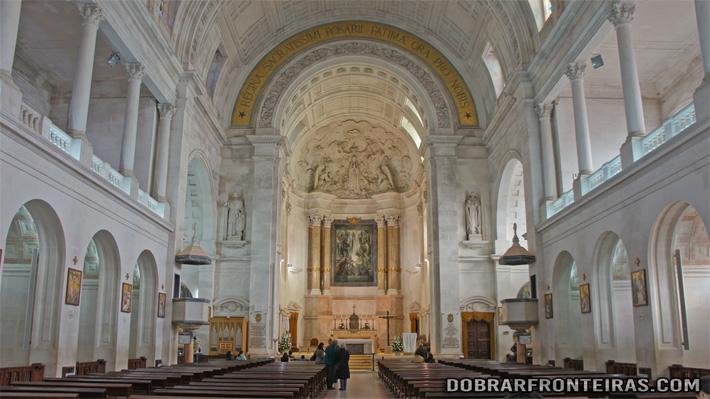 Interior da Basílica de Nossa Senhora de Fátima