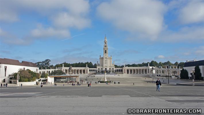 Vista geral do recinto do Santuário de Fátima