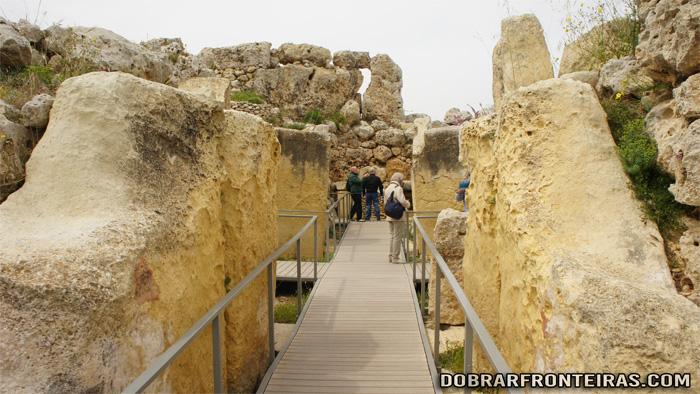Interior do templo Megalítico de Ggantija, Ilha de Gozo