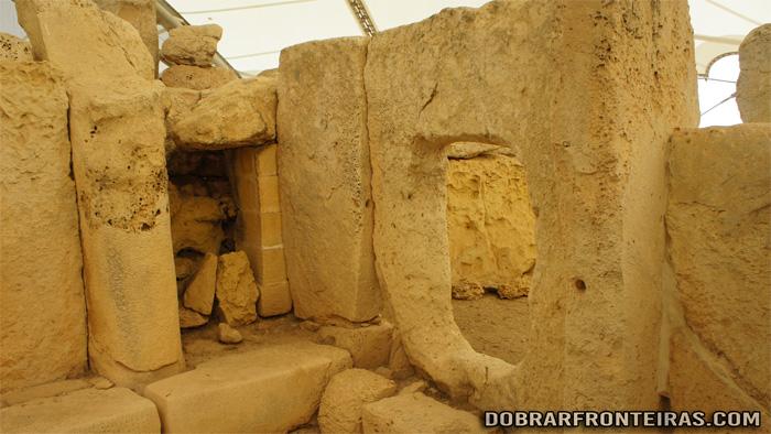 Interior do templos Megalíticos de Hagar Quim, ilha de Malta