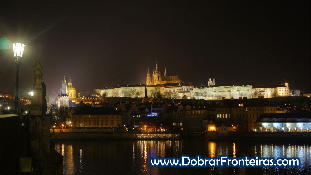 Vista nocturna Praga