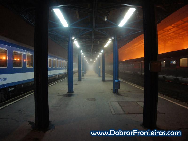 Estação de comboio de Budapest-Keleti, de madrugada