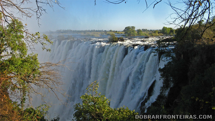 Cataratas Vitória vistas do lado da Zâmbia