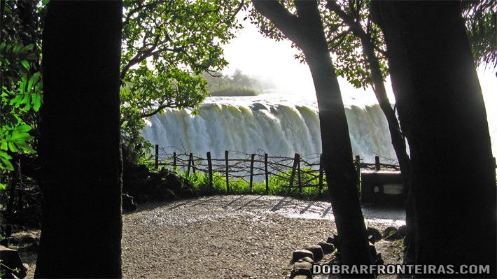 Cataratas Vitória vistas do lado do Zimbábue