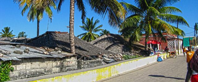 Telhados de macuti na Ilha de Moçambique