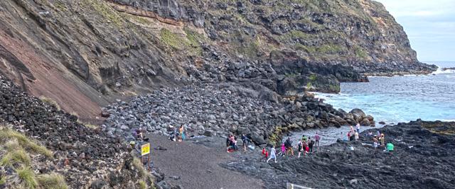 Águas termais na Ponta da Ferraria, Açores