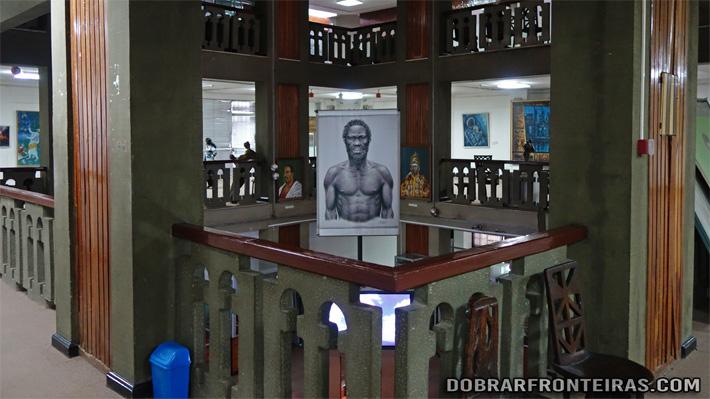 Interior do museu nacional de Addis Abeba