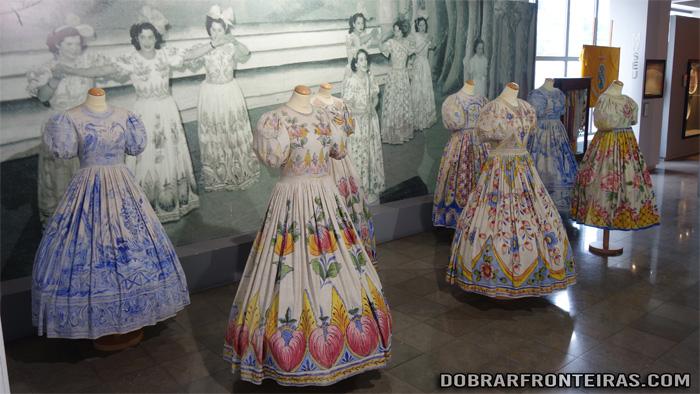 Fatos coloridos no museu Raul da Bernarda, Alcobaça