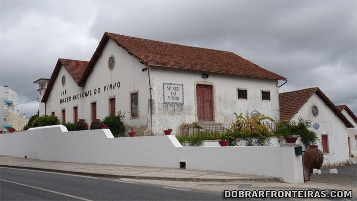 Fachada do Museu Nacional do Vinho em Alcobaça