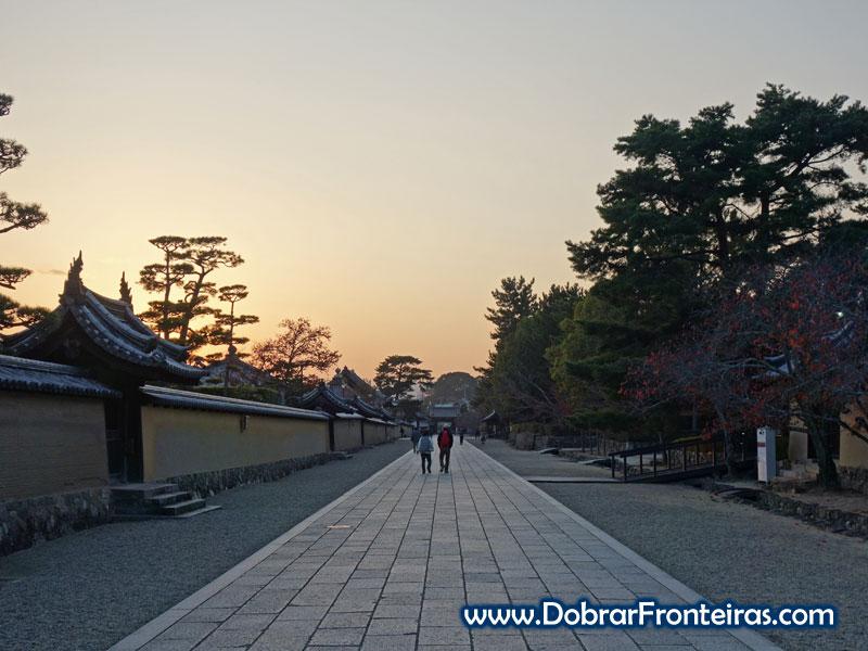 Avenida nos templos budistas de Horyu-ji, Japão