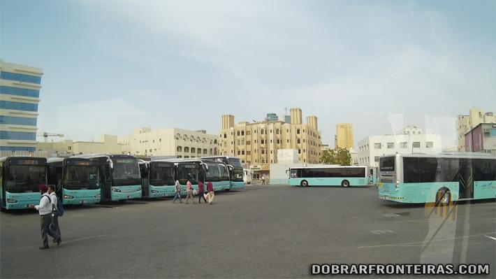 Terminal de autocarros (onibus) em Doha, Qatar