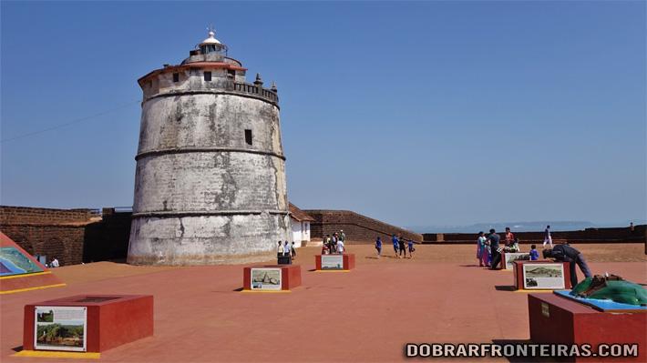 Torre do farol no forte da Aguada em Goa