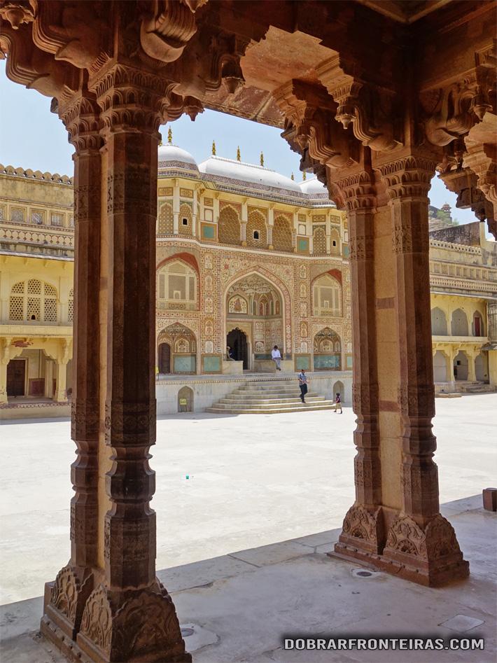 Entrada na zona nobre do palácio Amber no Rajastão