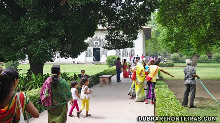 Visitantes no Forte Vermelho de Deli