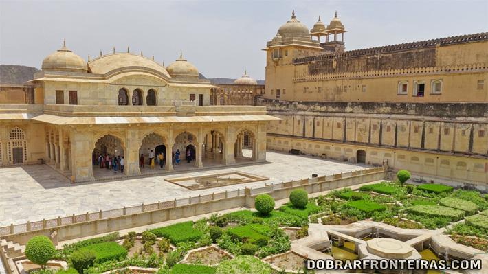 Jardim no interior do Forte apalaçado de Amber, Índia