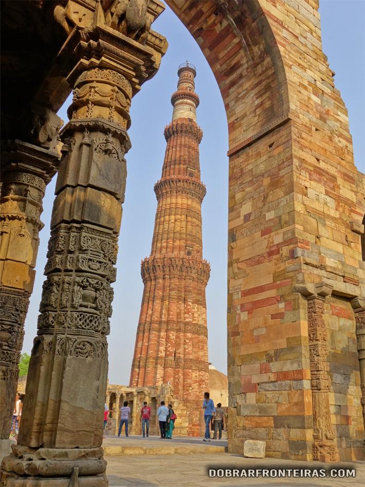 O impressionante minarete de Qutub
