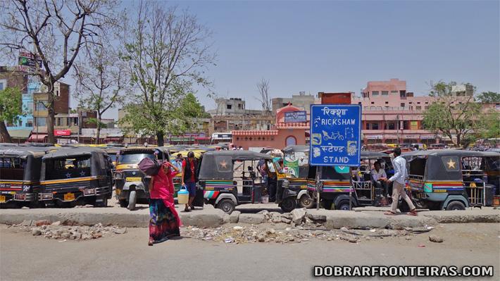 Paragem de Auto-Rickshaw em Jaipur