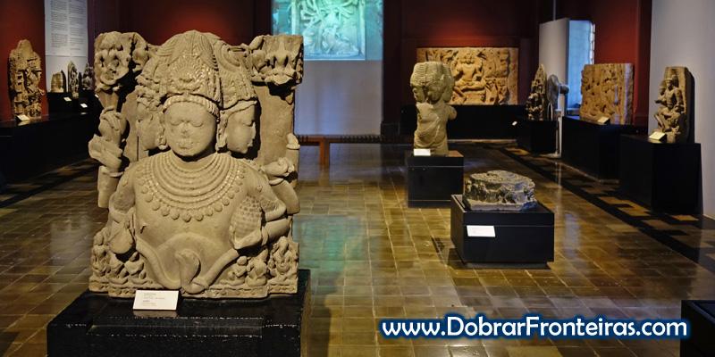 Esculturas indianas no museu CSMVS em Bombaim