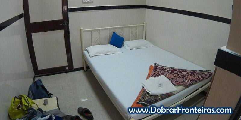 O meu quarto no Traveller's Inn Hotel em Bombaim