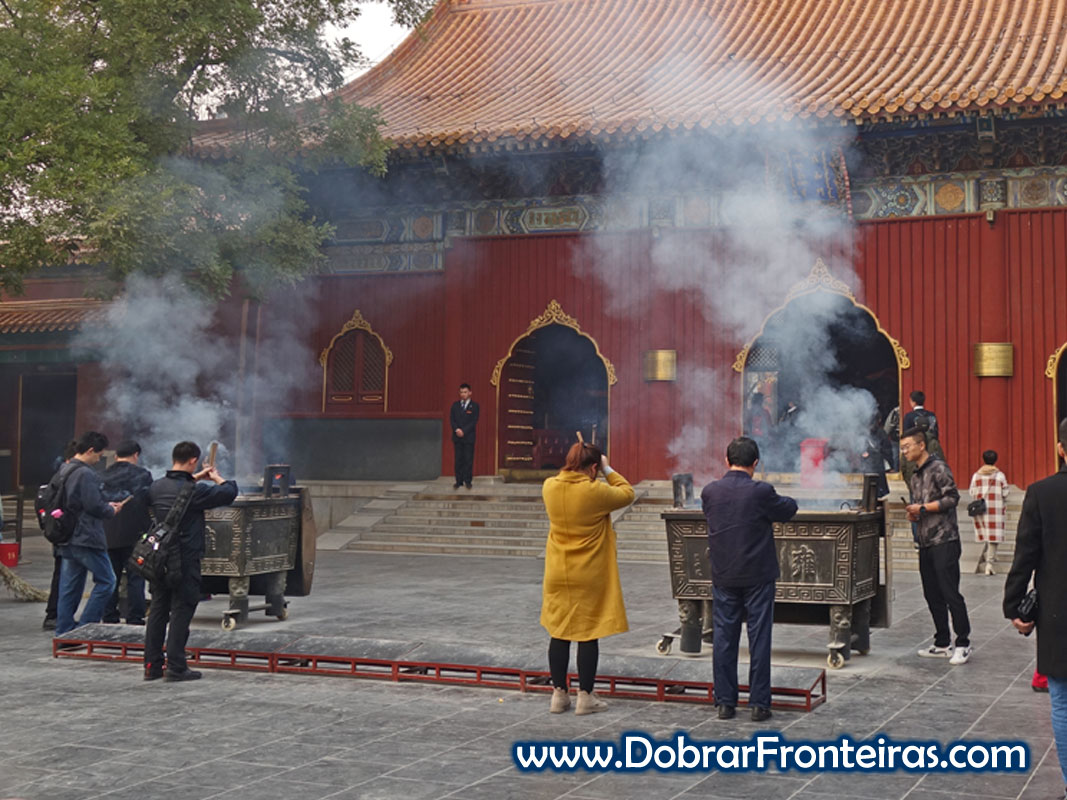 Peregrinos no templo Lama